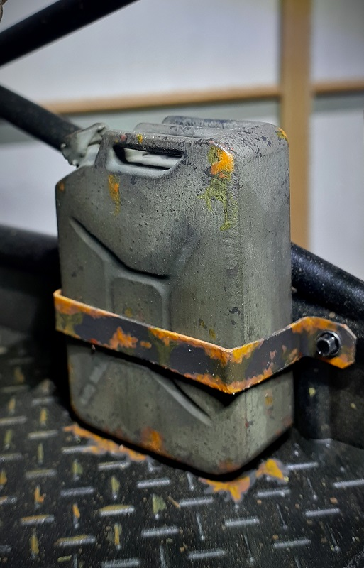 Jerry can mounted on tray.jpg